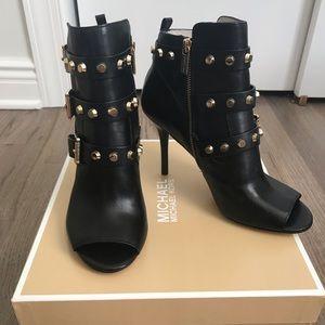 Michael Kors Bryn open toe bootie heel black 9.5